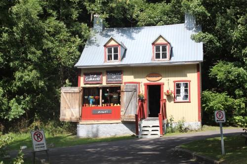 cabane maison typique ile orleans quebec été