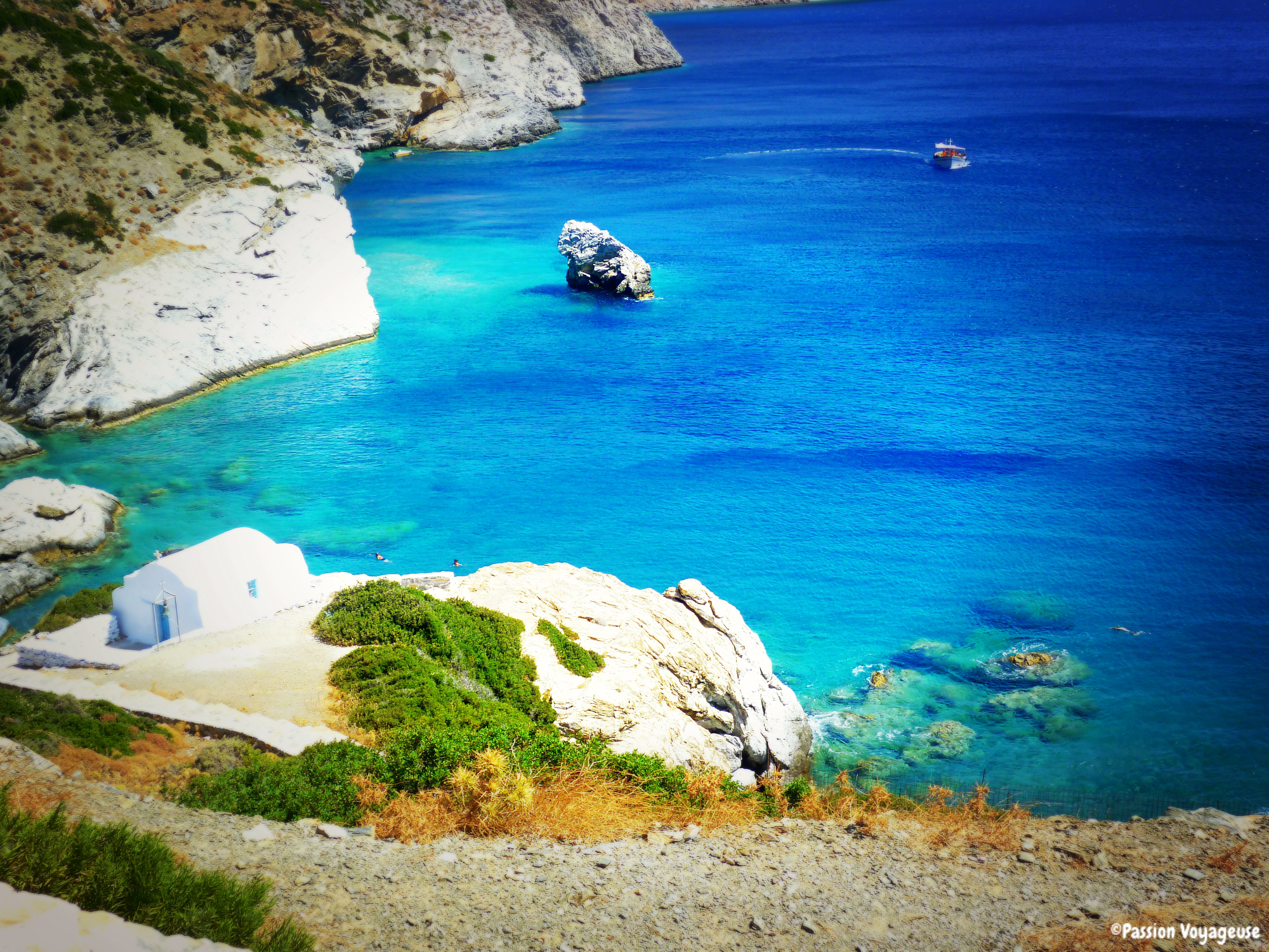 amorgos grece cyclade mer turquoise falaises