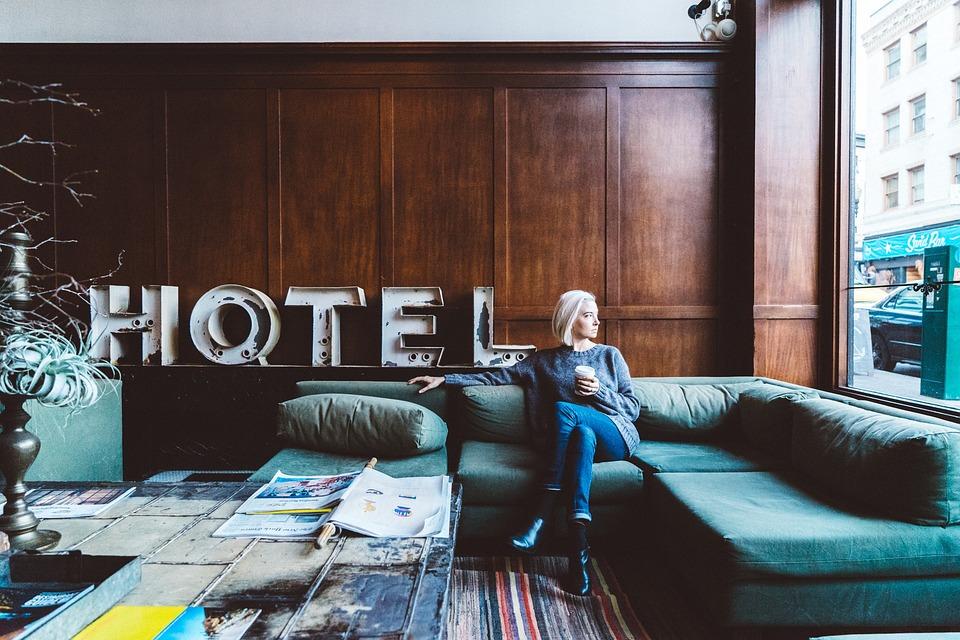 voyager seule femme hotel
