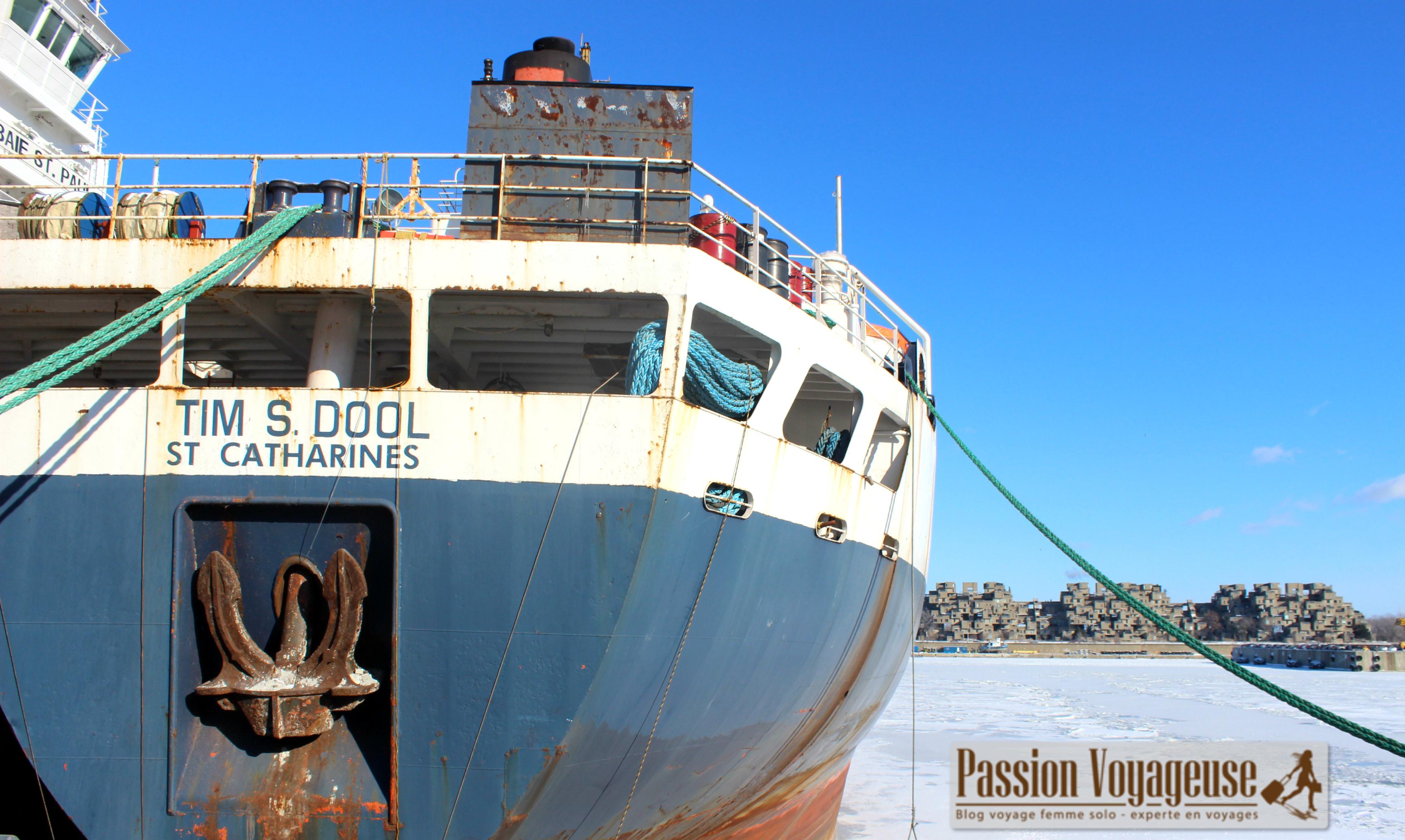 vieux montreal st laurent glace bateau